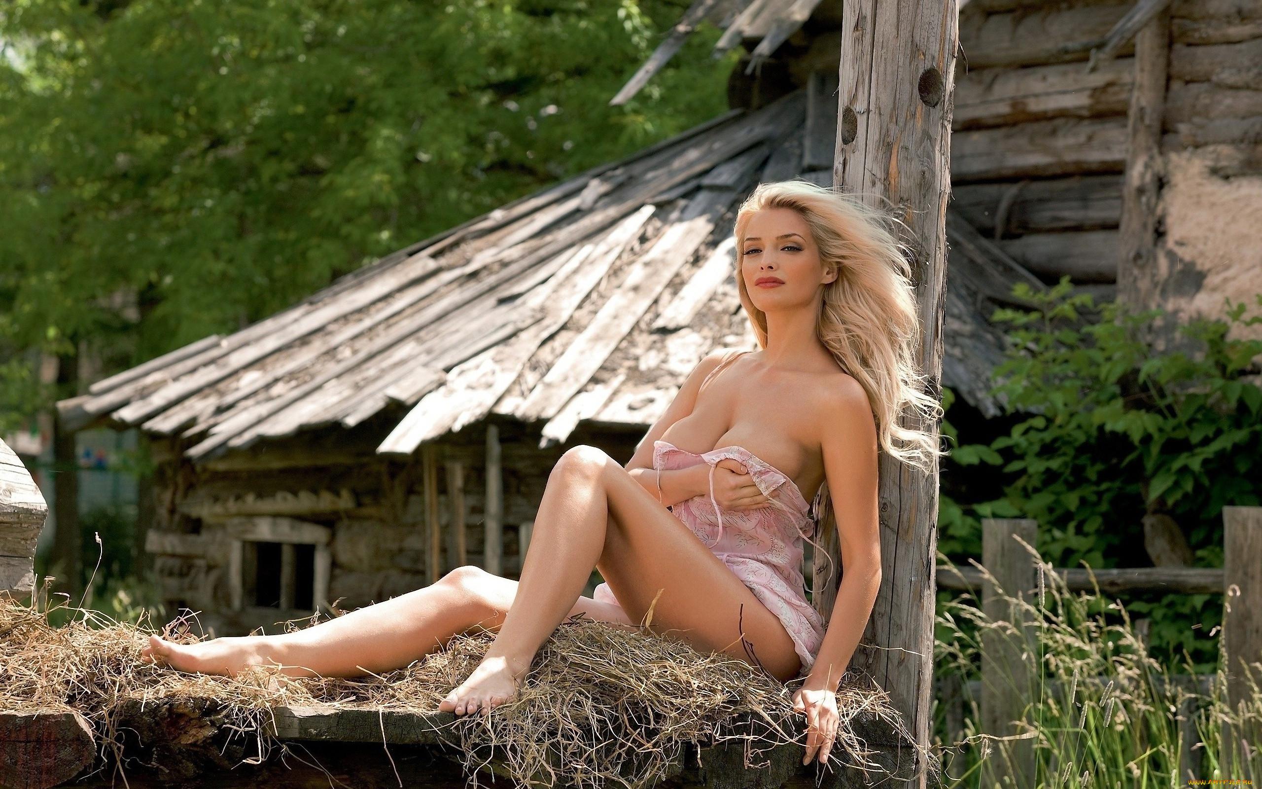 porno-onlayn-v-lesu-s-blondinkoy-russkoe